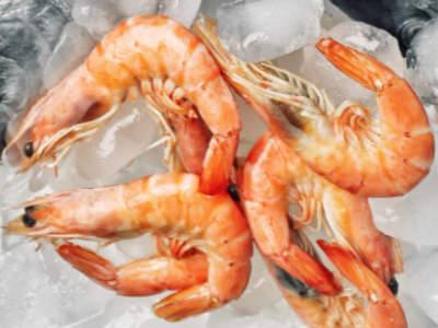 Choose delicious prawns.