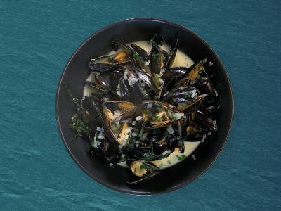 Moules Mariniere in a bowl, ready to serve.